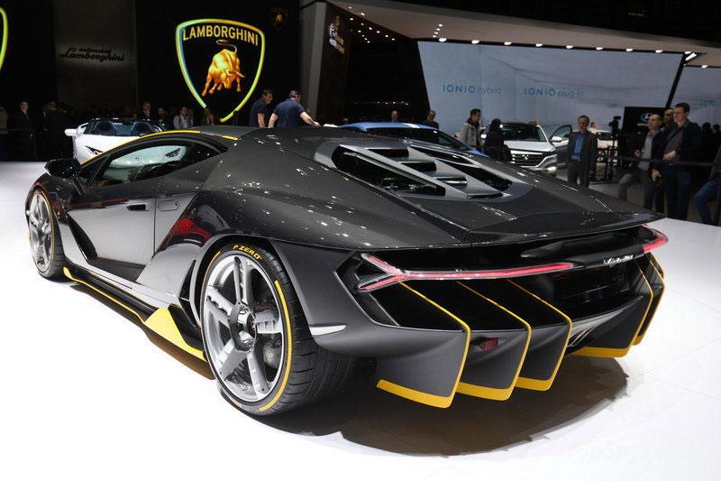 2016-Lamborghini-Centenario-RW-Carbon-Fiber-2